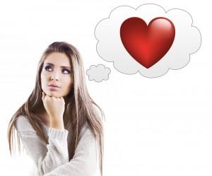 Ragazza pensierosa cuore